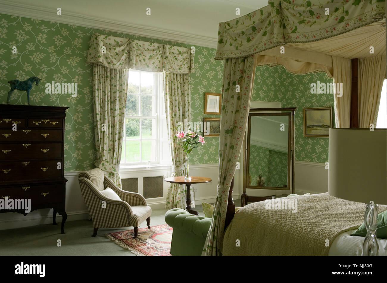 Turbo Schlafzimmer mit Bett Schlafzimmereinrichtungen und grün VB65