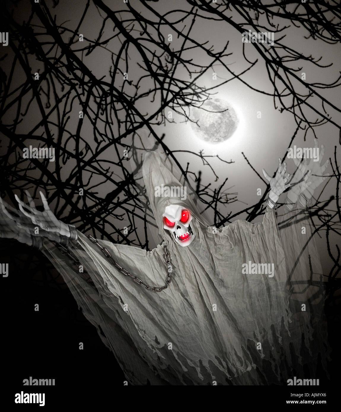 Gespenst Ghul Dämon Spuk der Nacht von Halloween mit dem Vollmond Stockbild