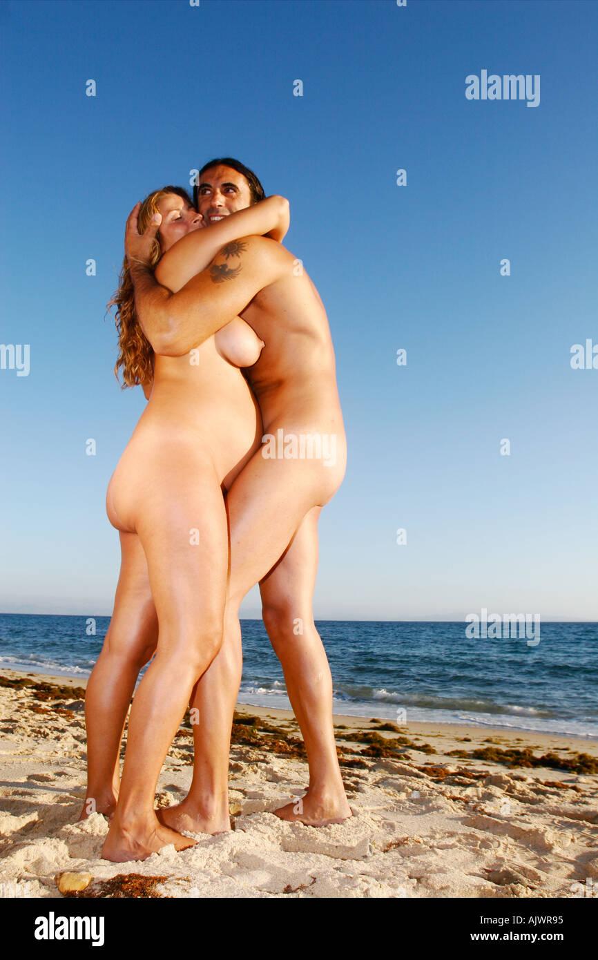 Nackt strand schwanger Schwanger Strand