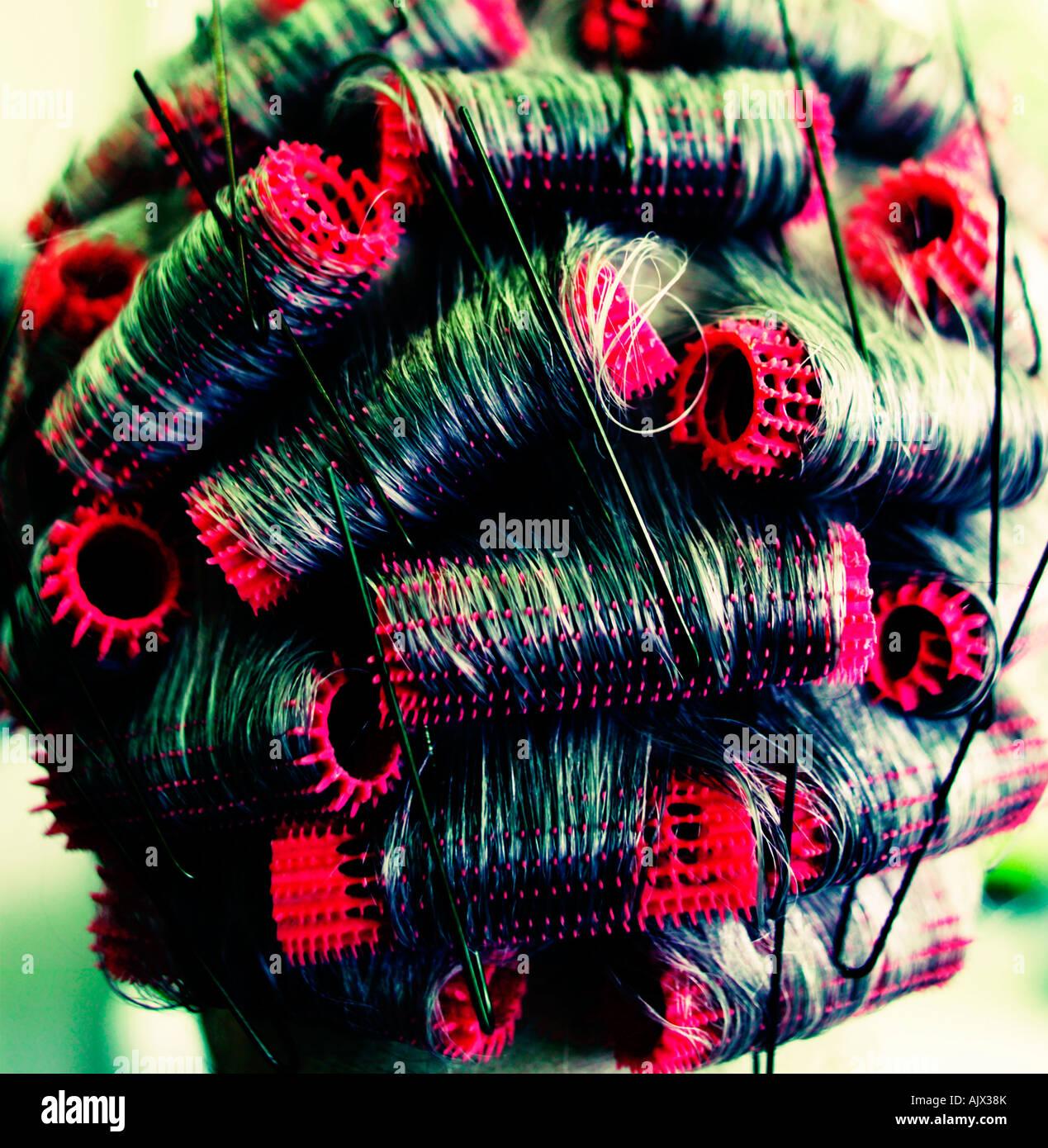 Zusammenfassung der Lockenwickler beim Friseur Stockbild