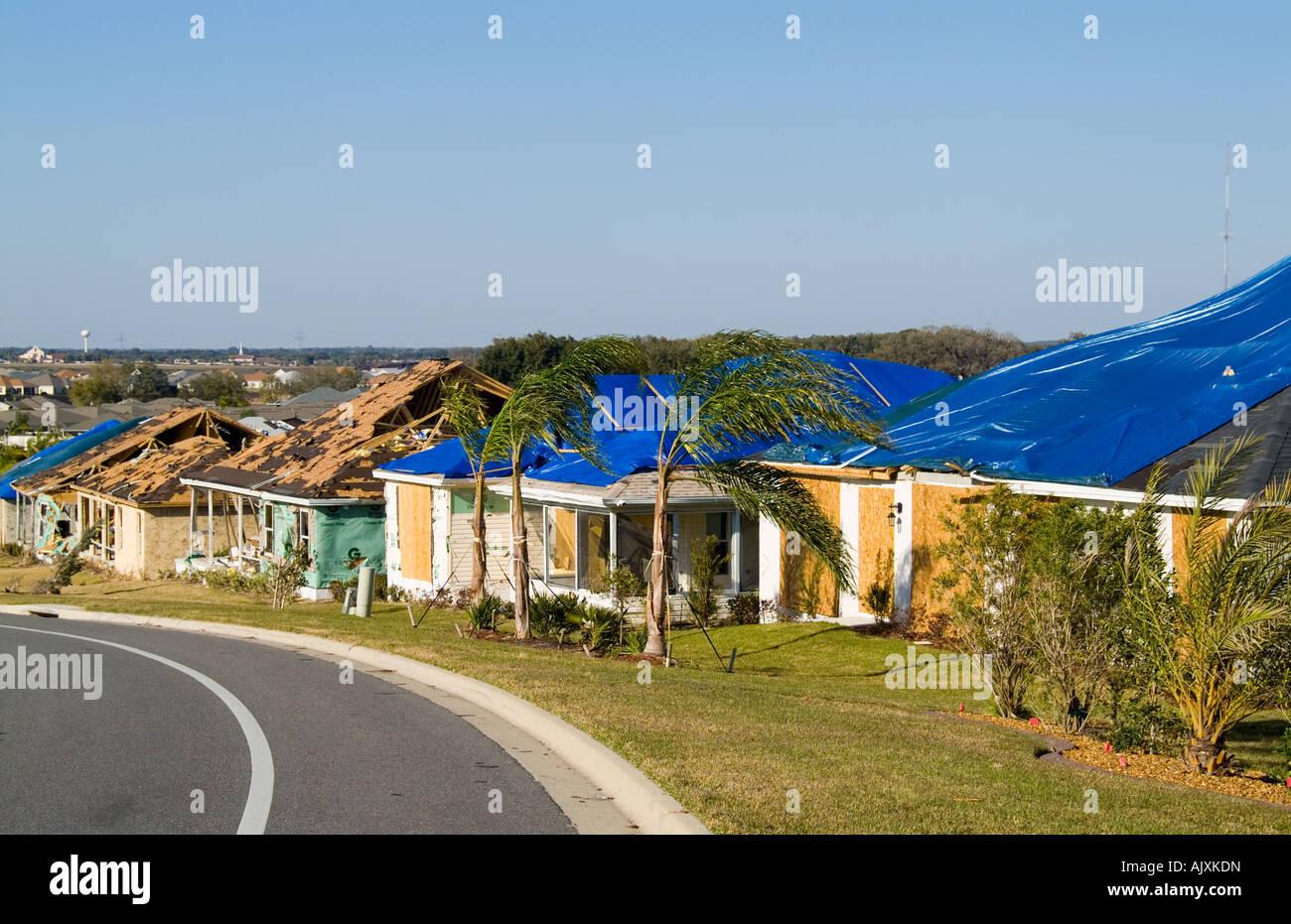 Schrecklichen Tornado Schäden an modernen Häusern in Lady Lake ...