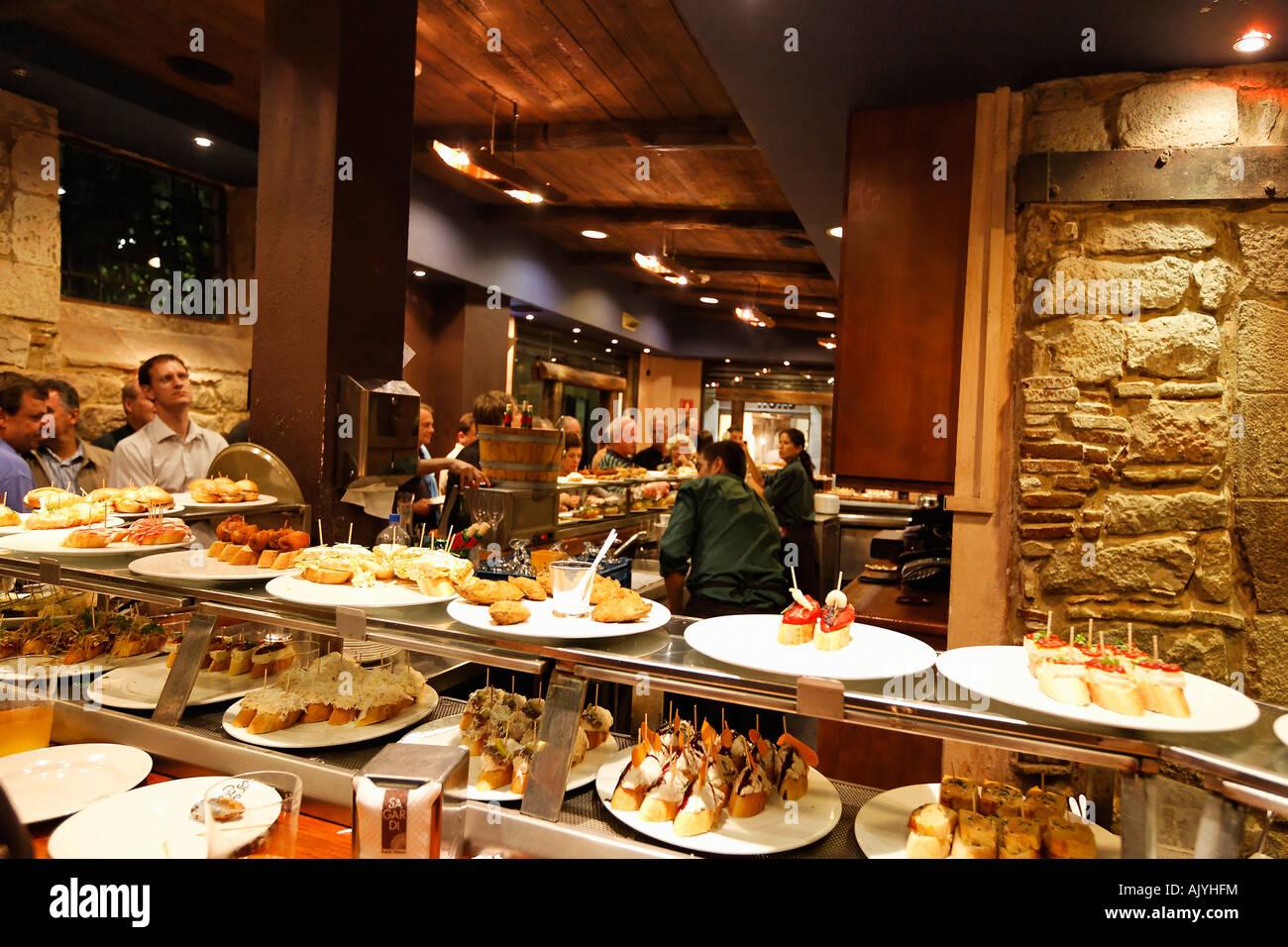 Spanien Barcelona typischen Tapa bar Sagardi Euskal Taberna in ...