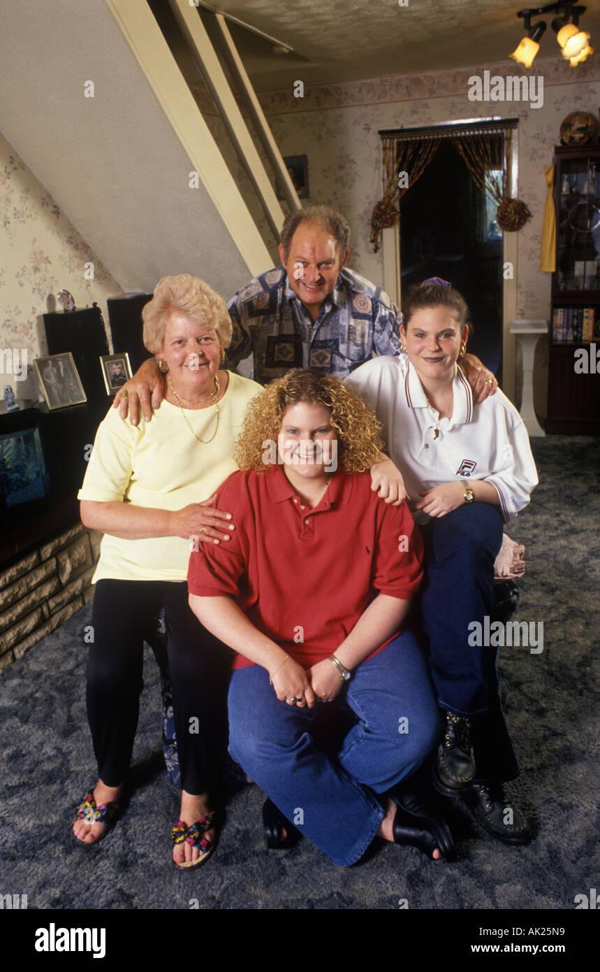 Louise Brown auf ihrem zwanzigsten Geburtstag. Das erste Retortenbaby. 1998. Zu Hause in den Midlands UK. 1990 s Uk HOMER SYKES Stockbild