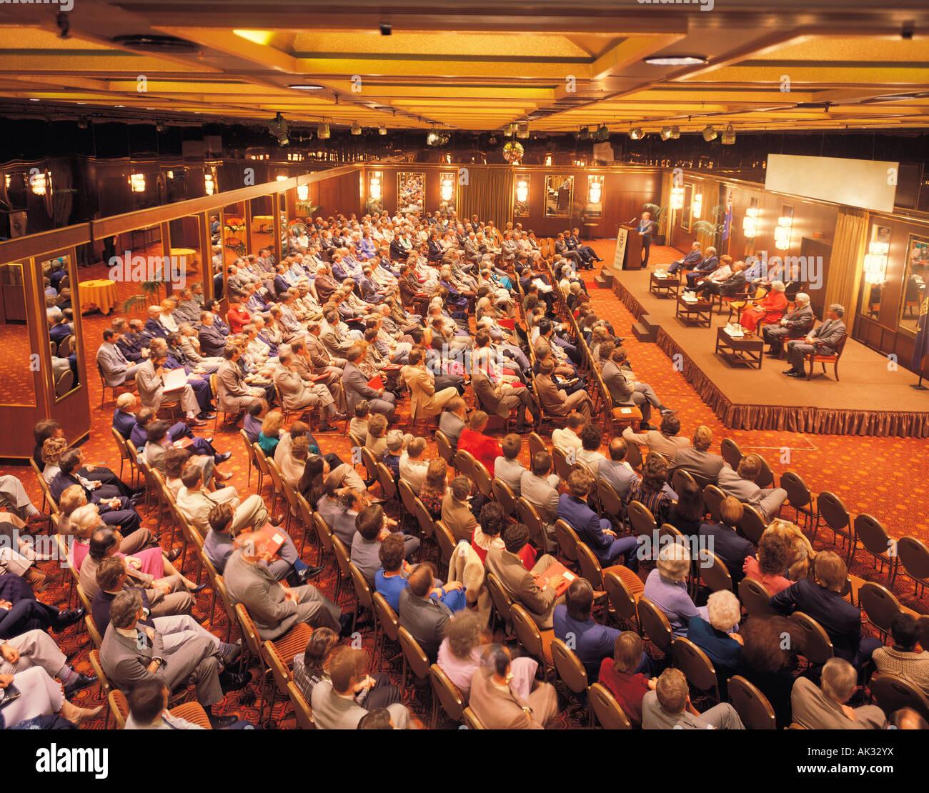 Indoor-Konferenz Masse. Publikum im Seminar. Stockbild