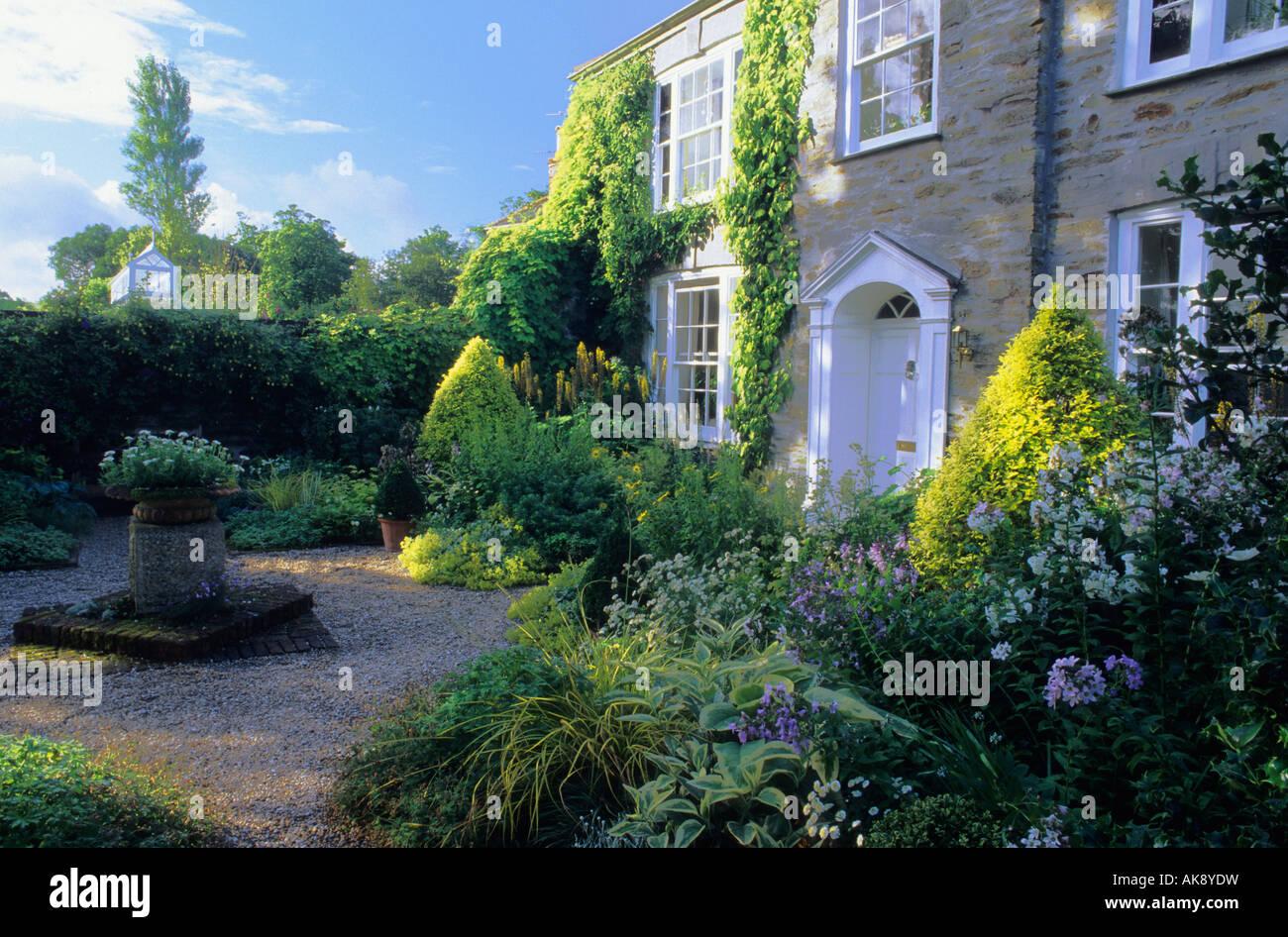 Bosvigo Haus Cornwall Vean vorderen Garten gelb weißen und blauen ...