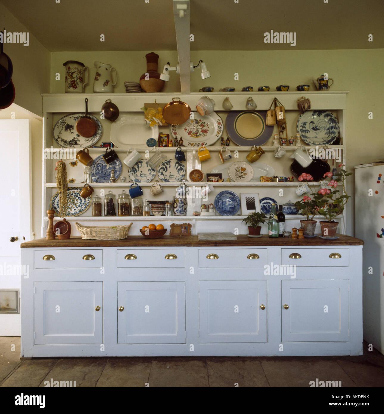 Faszinierend Landhausküche Weiß Ideen Von Geschirr Und Teller Auf Große Weiß Lackierte