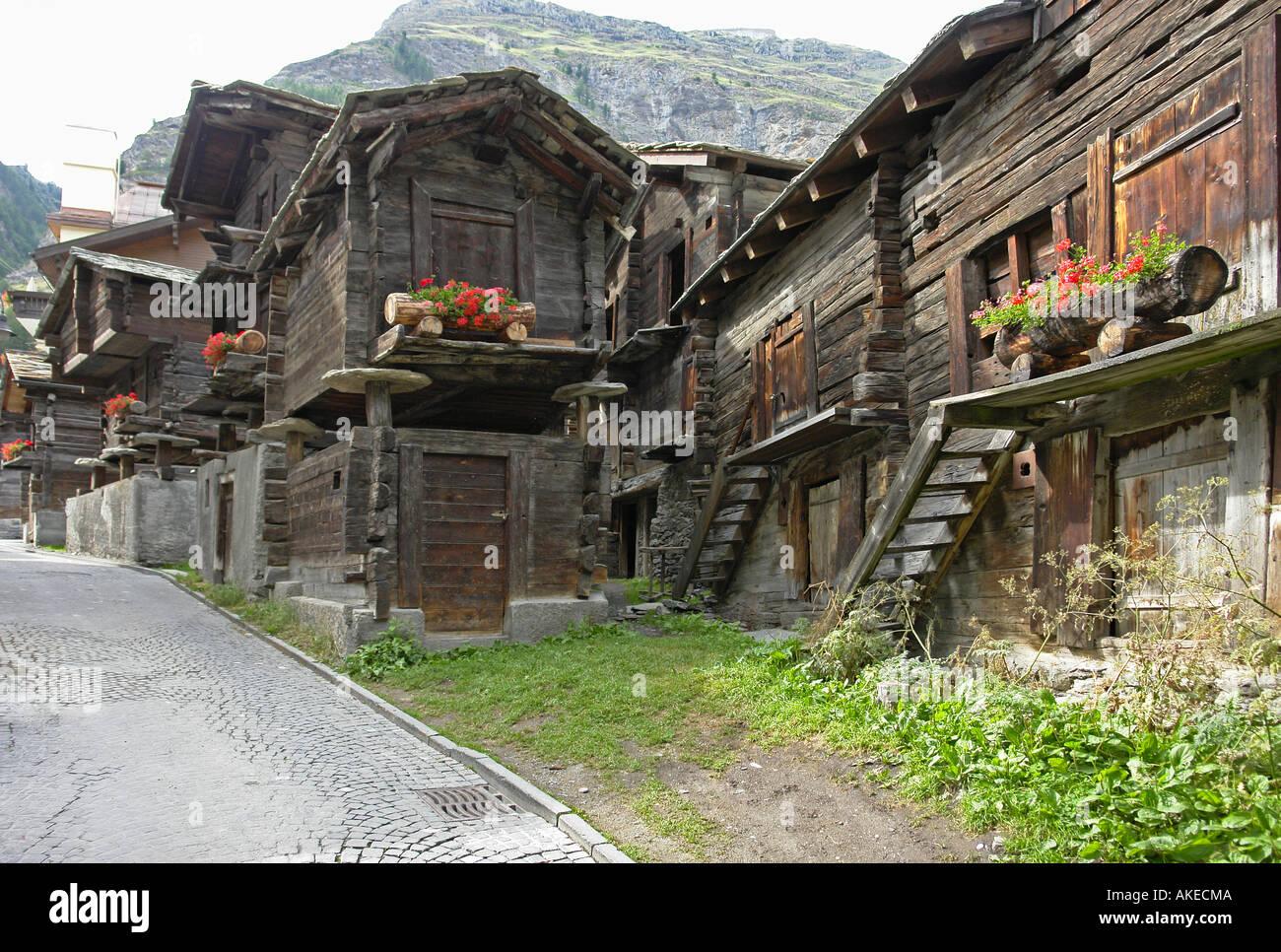 alte restaurierte holzh user und h tten im hinterdorf zermatt stockfoto bild 8557385 alamy. Black Bedroom Furniture Sets. Home Design Ideas