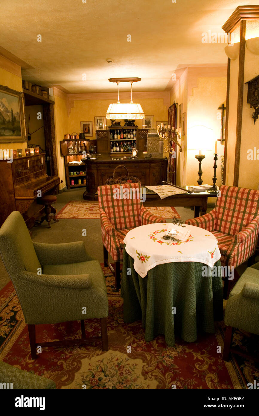 Wohnzimmer, Romantik Hotel Villa Novecento, Courmayeur, Valle d ' Aosta, Italien Stockbild
