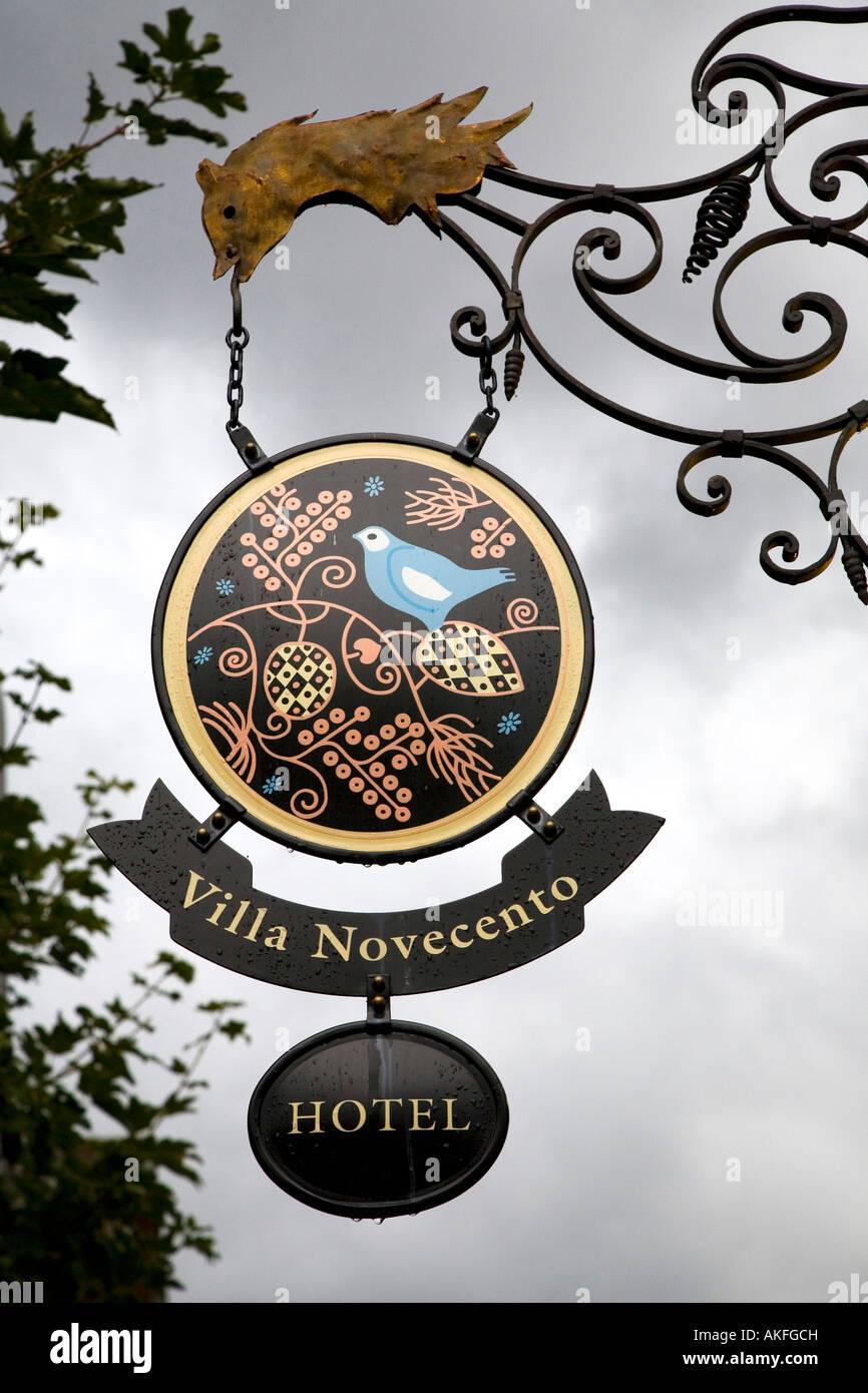 Zeichen, Romantik Hotel Villa Novecento, Courmayeur, Valle d ' Aosta, Italien Stockbild