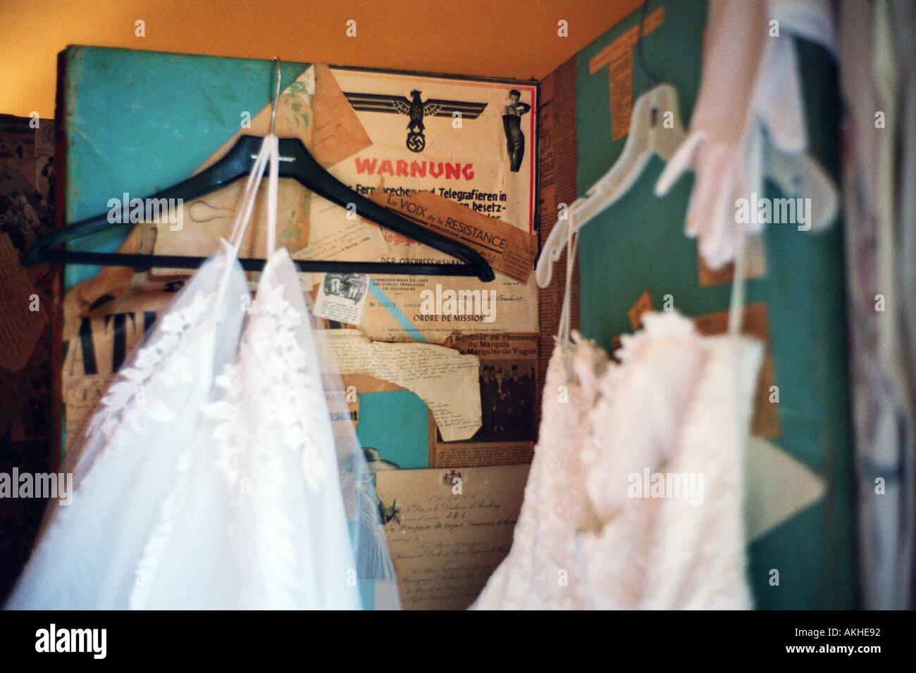 Wedding Dress Hung Stockfotos & Wedding Dress Hung Bilder - Alamy