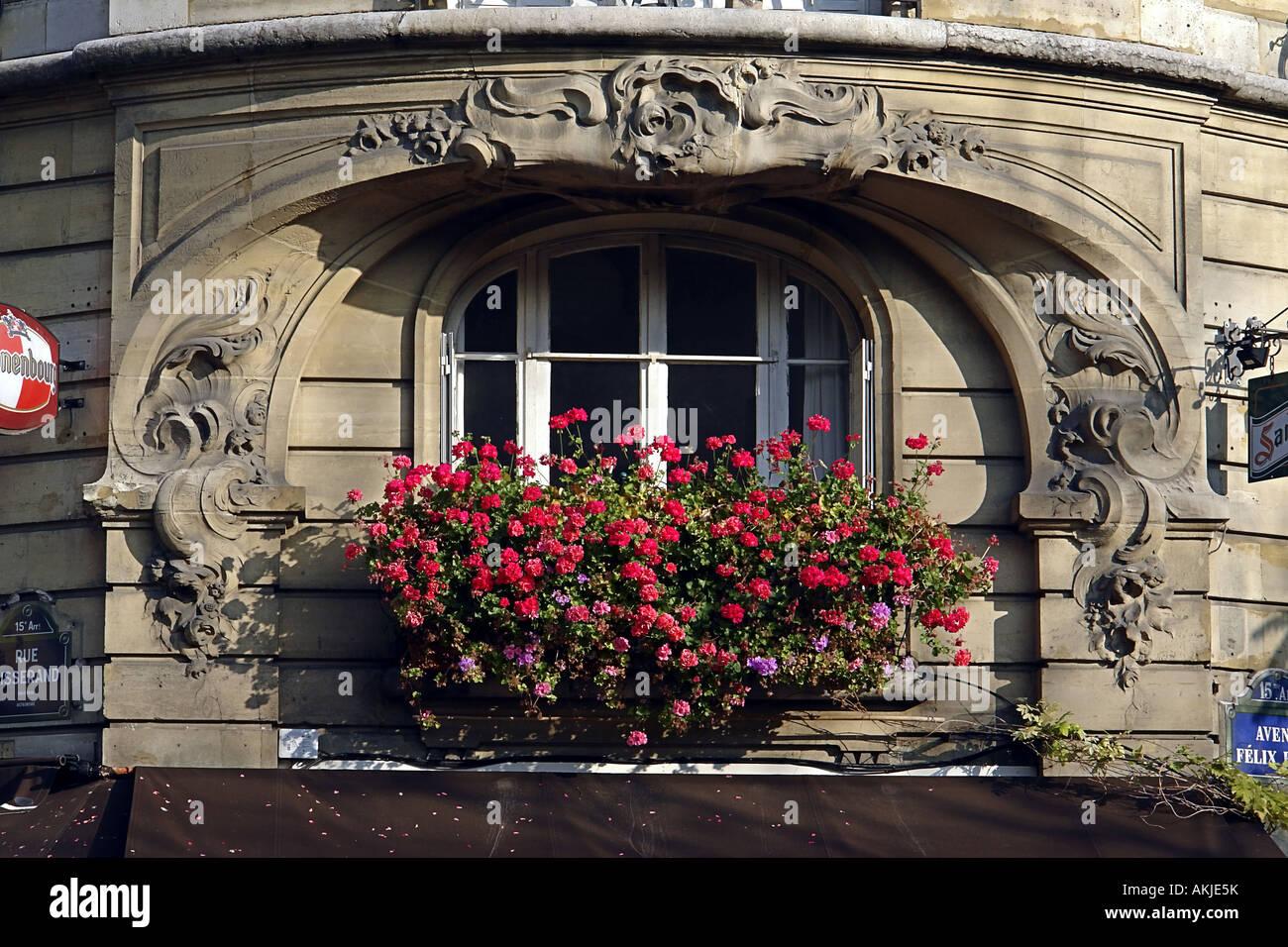 Jugendstil Fenster Dekoration Mit Blumen In Paris Frankreich