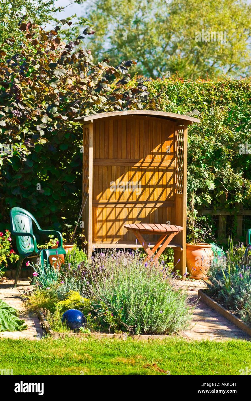 Wunderschön Sitzplatz Garten Referenz Von Kleiner Mit Laube Und Blume Betten Mit