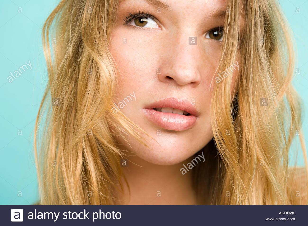 Kopfschuss einer jungen Frau Stockbild