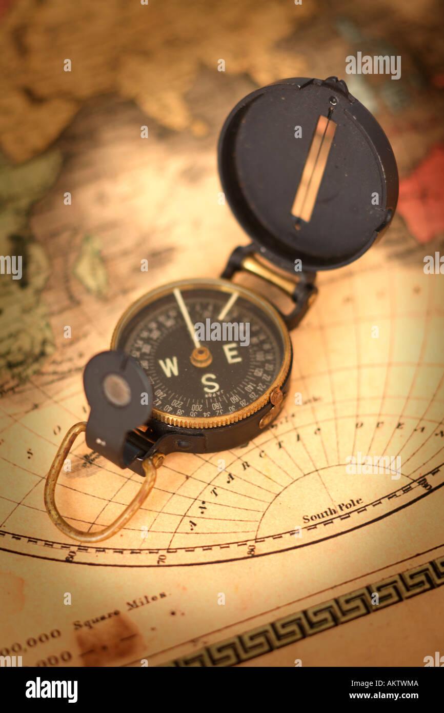 Vintage Kompass und Karte Stockbild