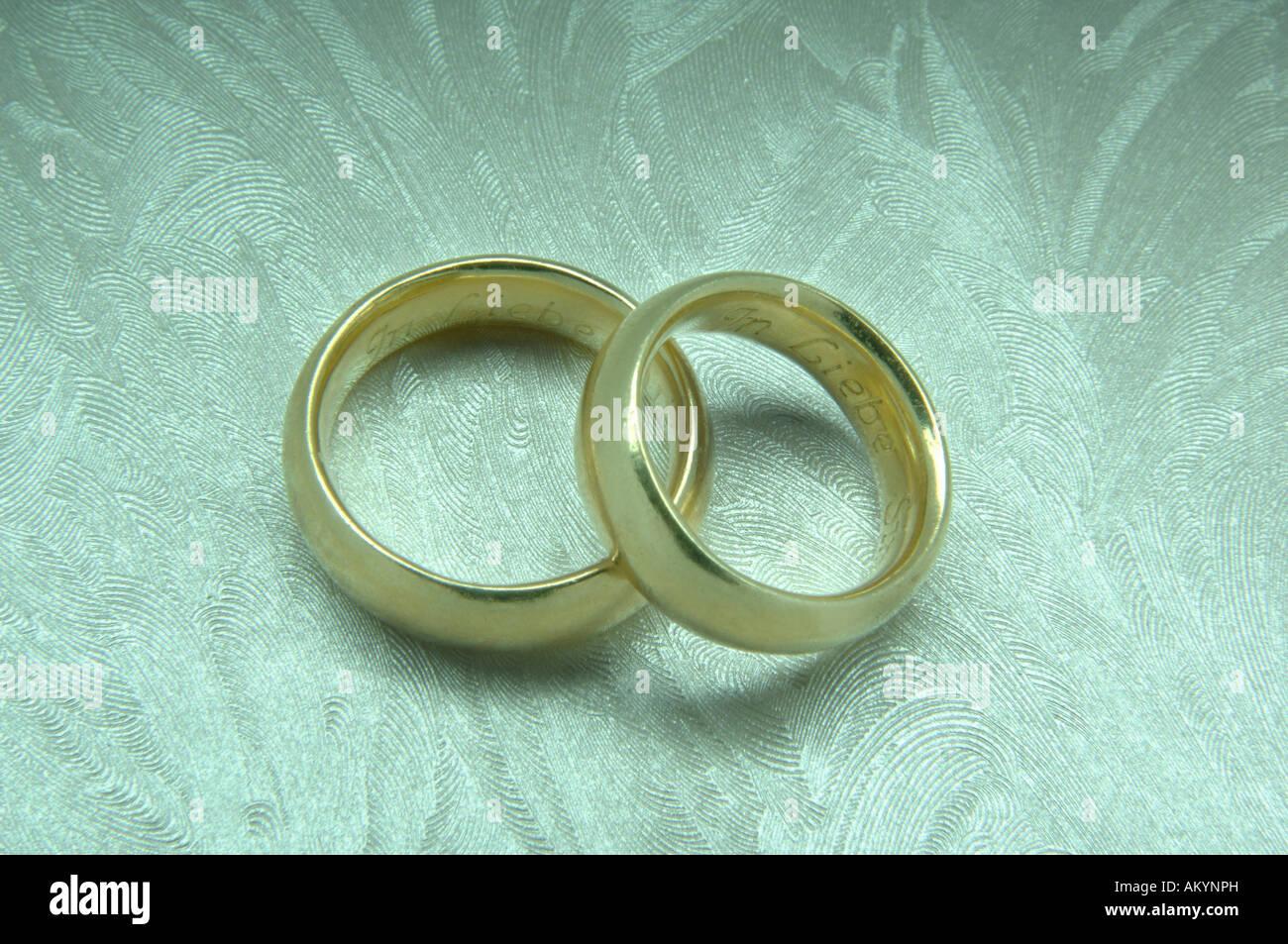 Goldene Hochzeit Ringe Stockfoto Bild 15100888 Alamy