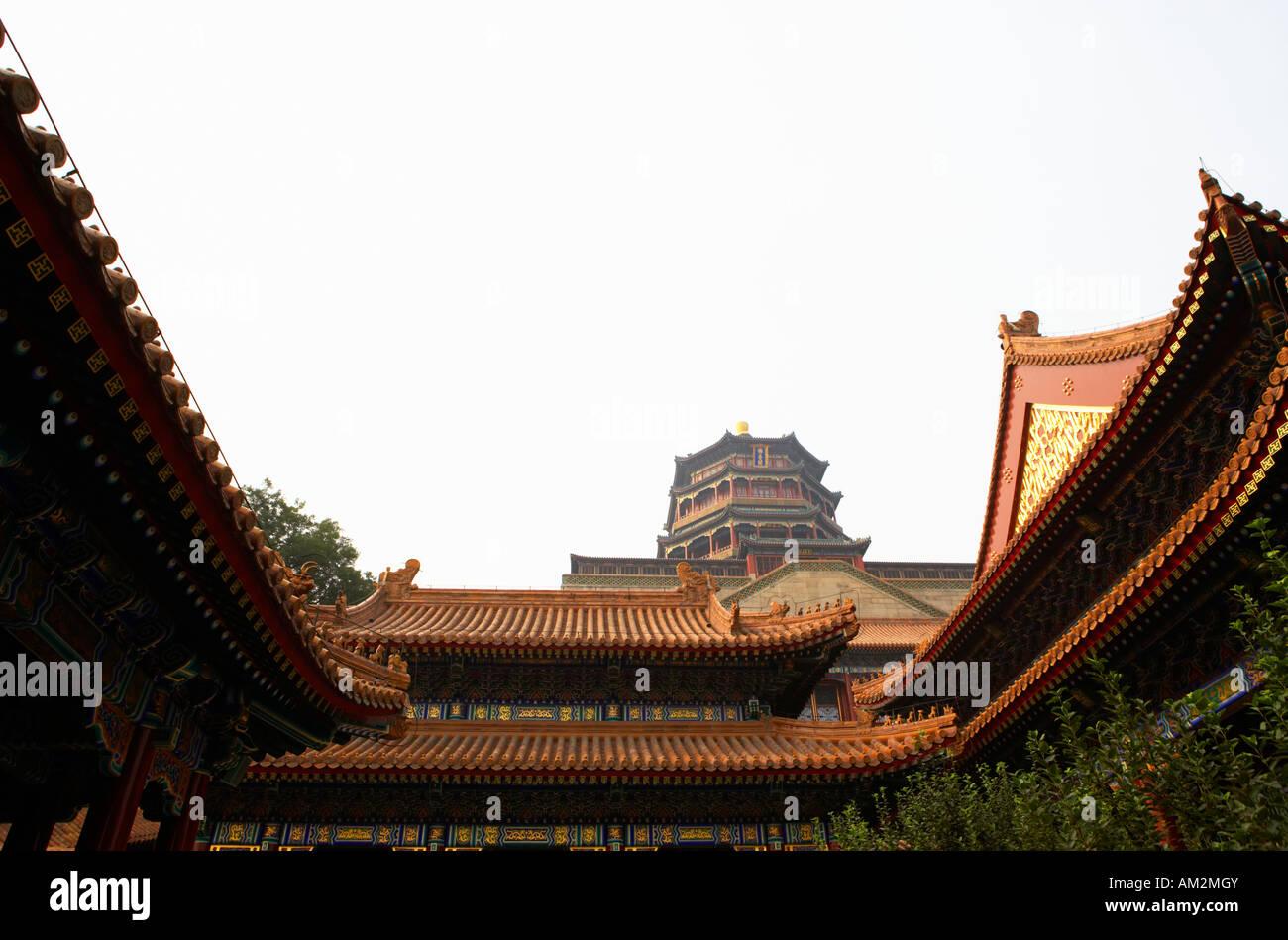 Halle, die vertreibt die Wolken und Turm des Duftes der Buddha Sommerpalast Yihe Yuan Peking China Stockbild