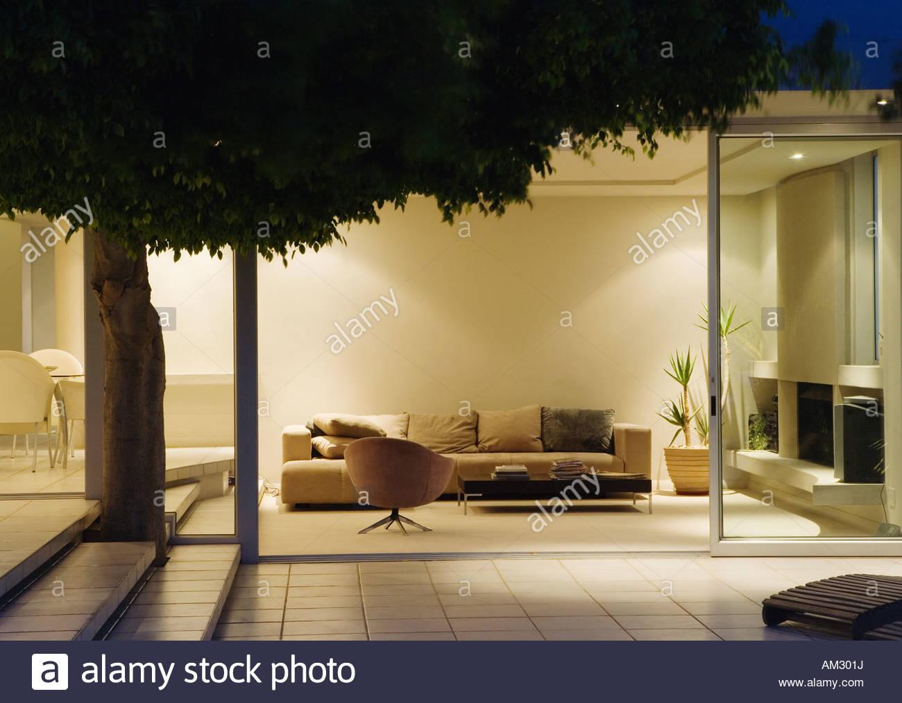 Moderne Wohnzimmer Und Terrasse Mit Verschiebbaren Glaswände
