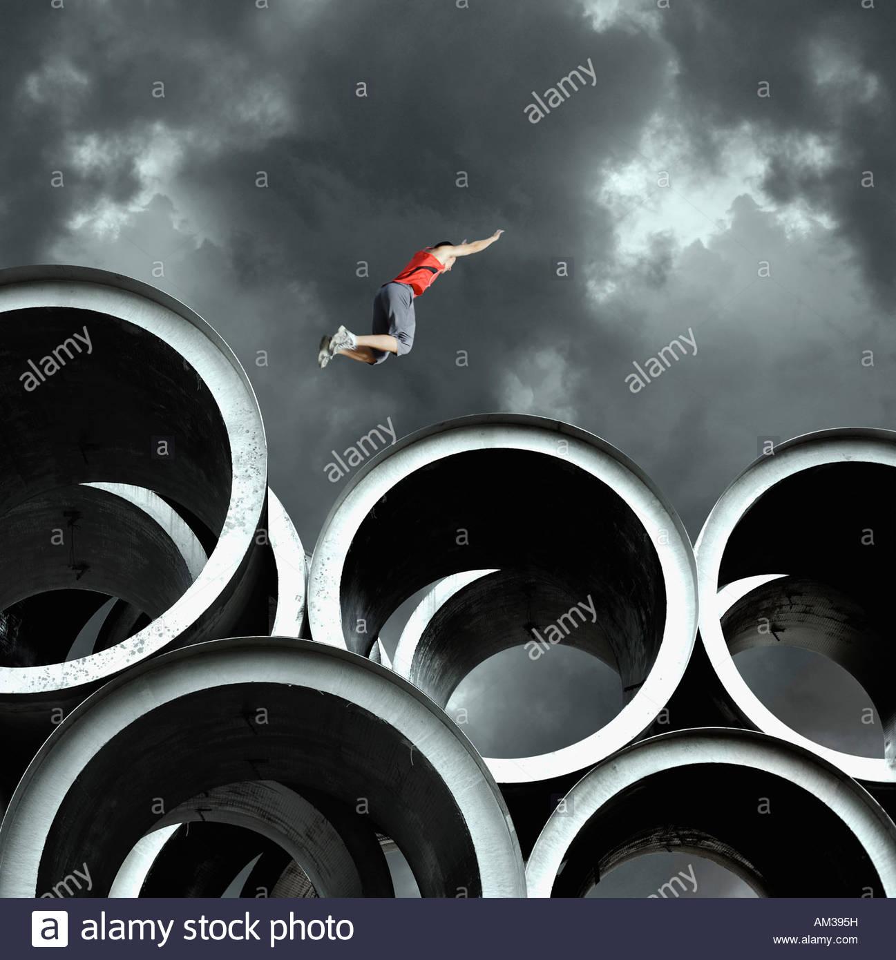 Weitspringer auf großen Zylindern Stockbild