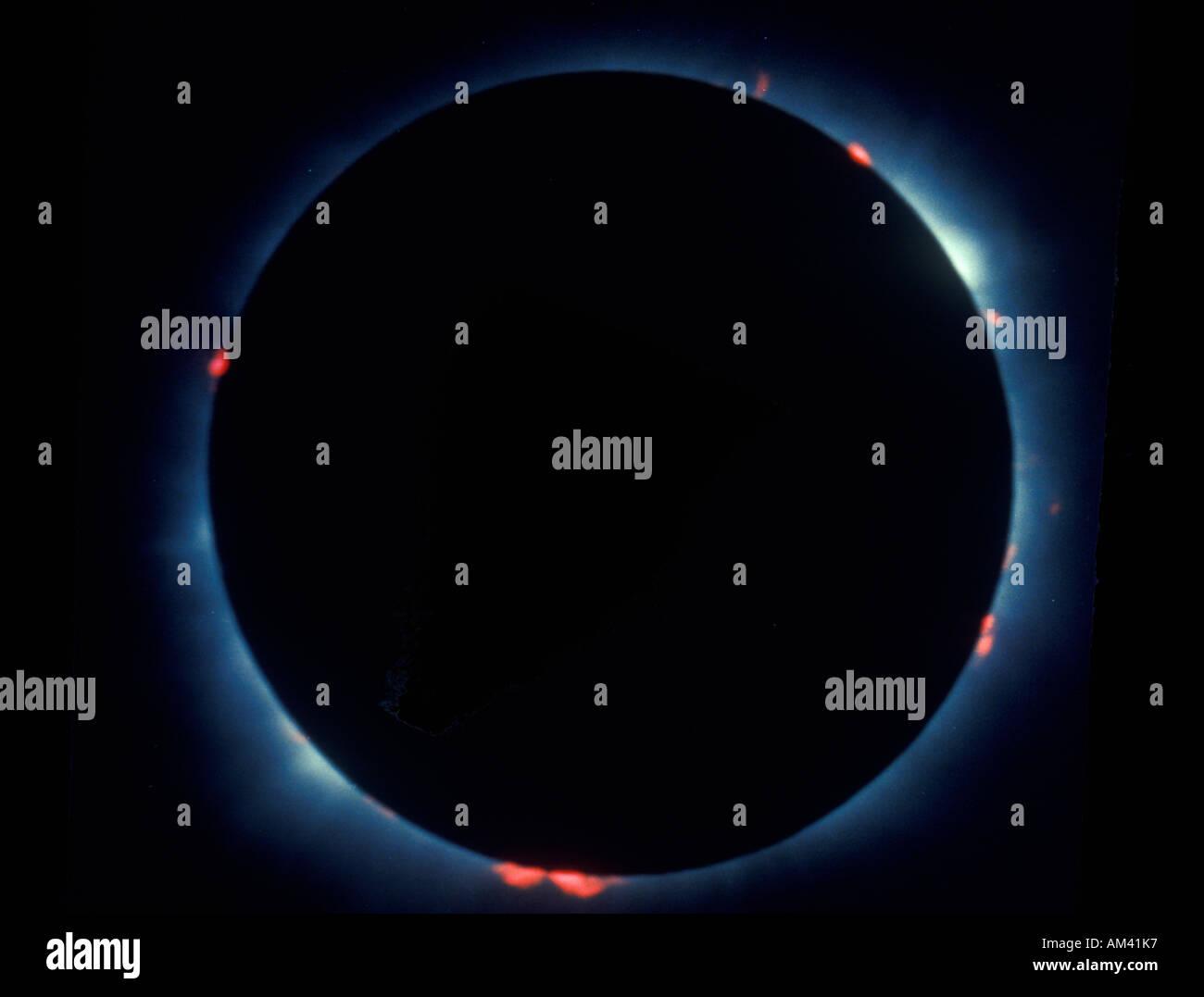 Eine totale Sonnenfinsternis mit Protuberanzen Stockbild