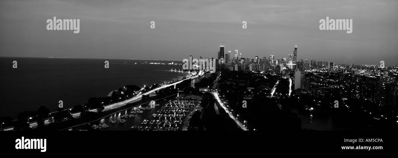 Graustufen-Panoramablick über Diversey Harbor und Lincoln Park Chicago IL Stockbild