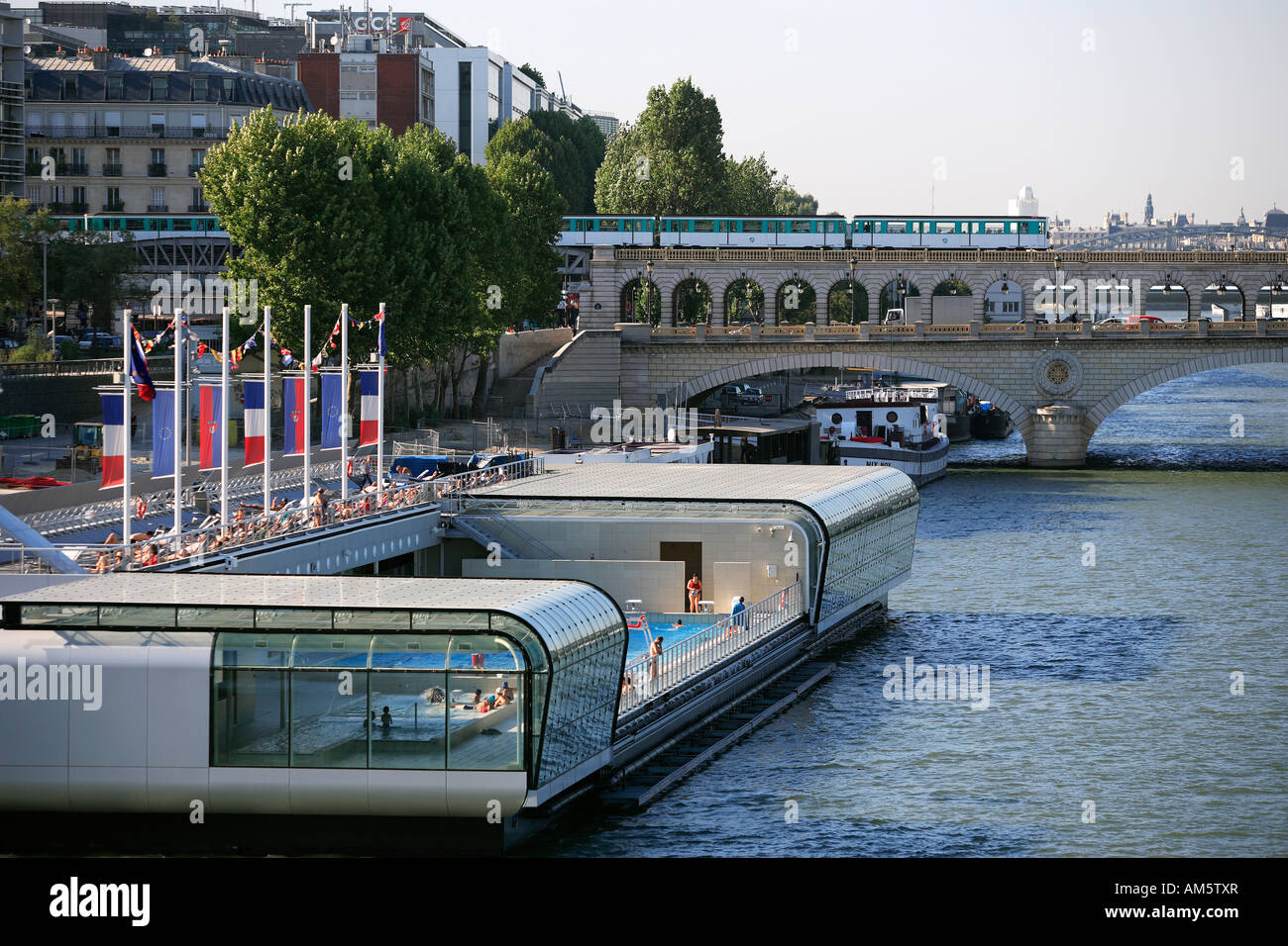 Superbe Frankreich, Paris, Josephine Baker Schwimmbad Gegenüber Der Nationalen  Bibliothek Von Frankreich Francois Mitterrand