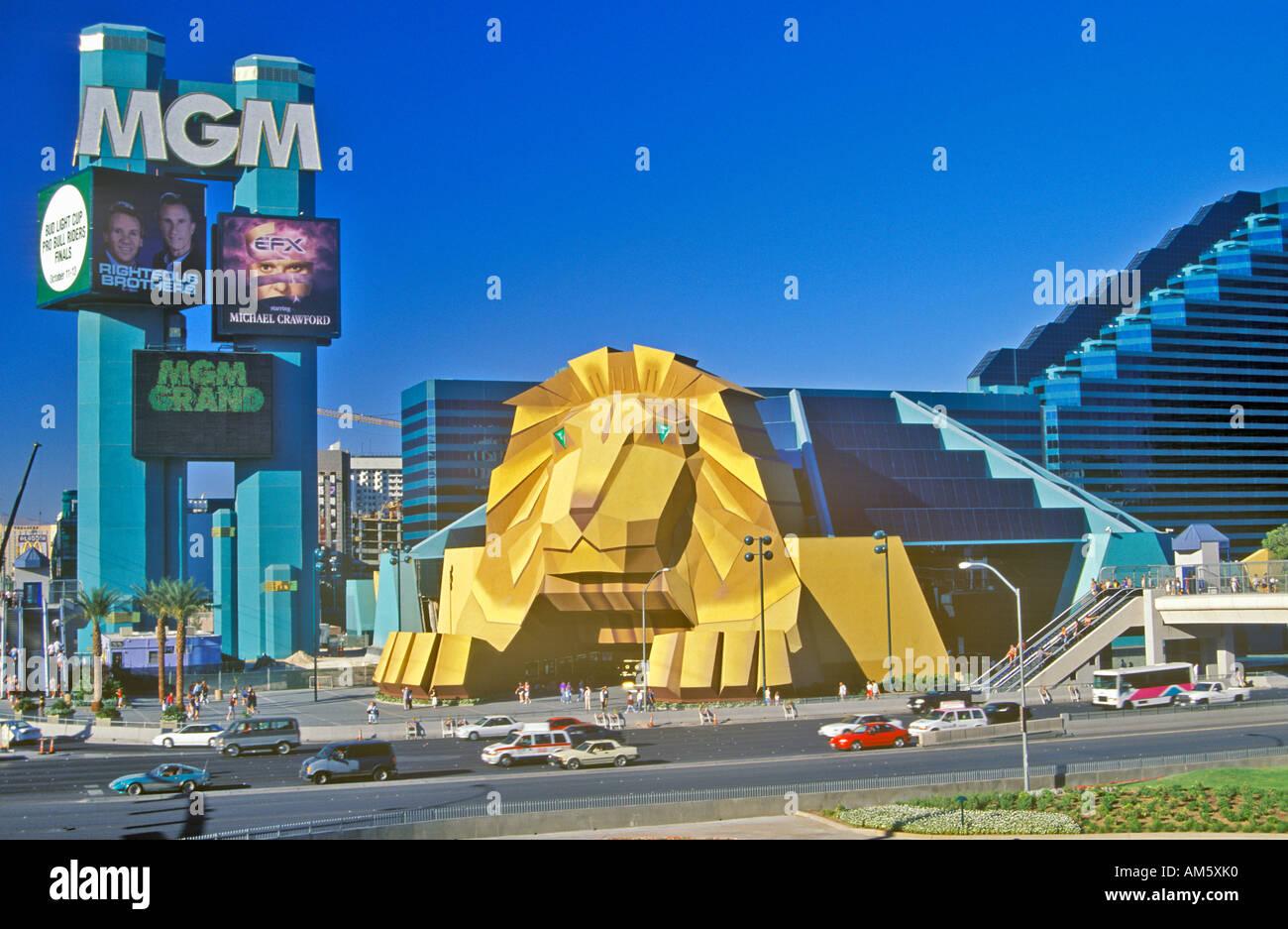 Replik Des Lowen Am Eingang Des Mgm Grand Hotel Las Vegas Nv Stockfotografie Alamy