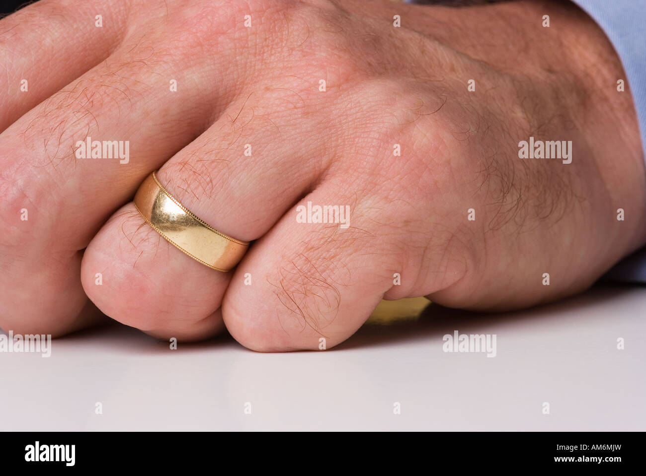 Wedding Ring On Male Finger Corporate Business Stockfotos Wedding