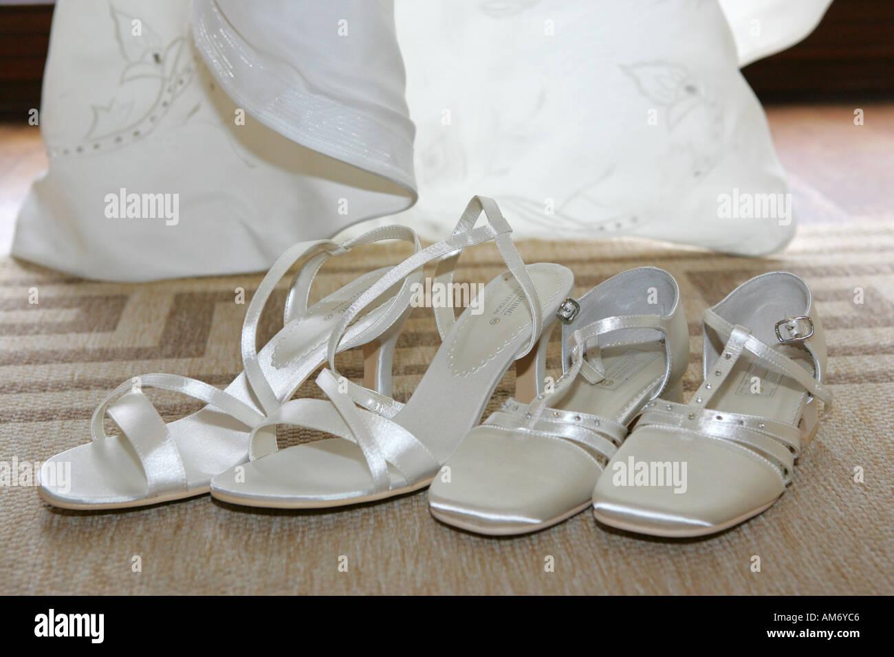 bridesmaid white background stockfotos bridesmaid white. Black Bedroom Furniture Sets. Home Design Ideas