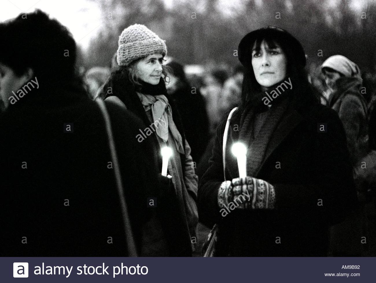 Candle Light Protest Vigil in Greenham Common American Air base in Berkshire 1984. Stockbild