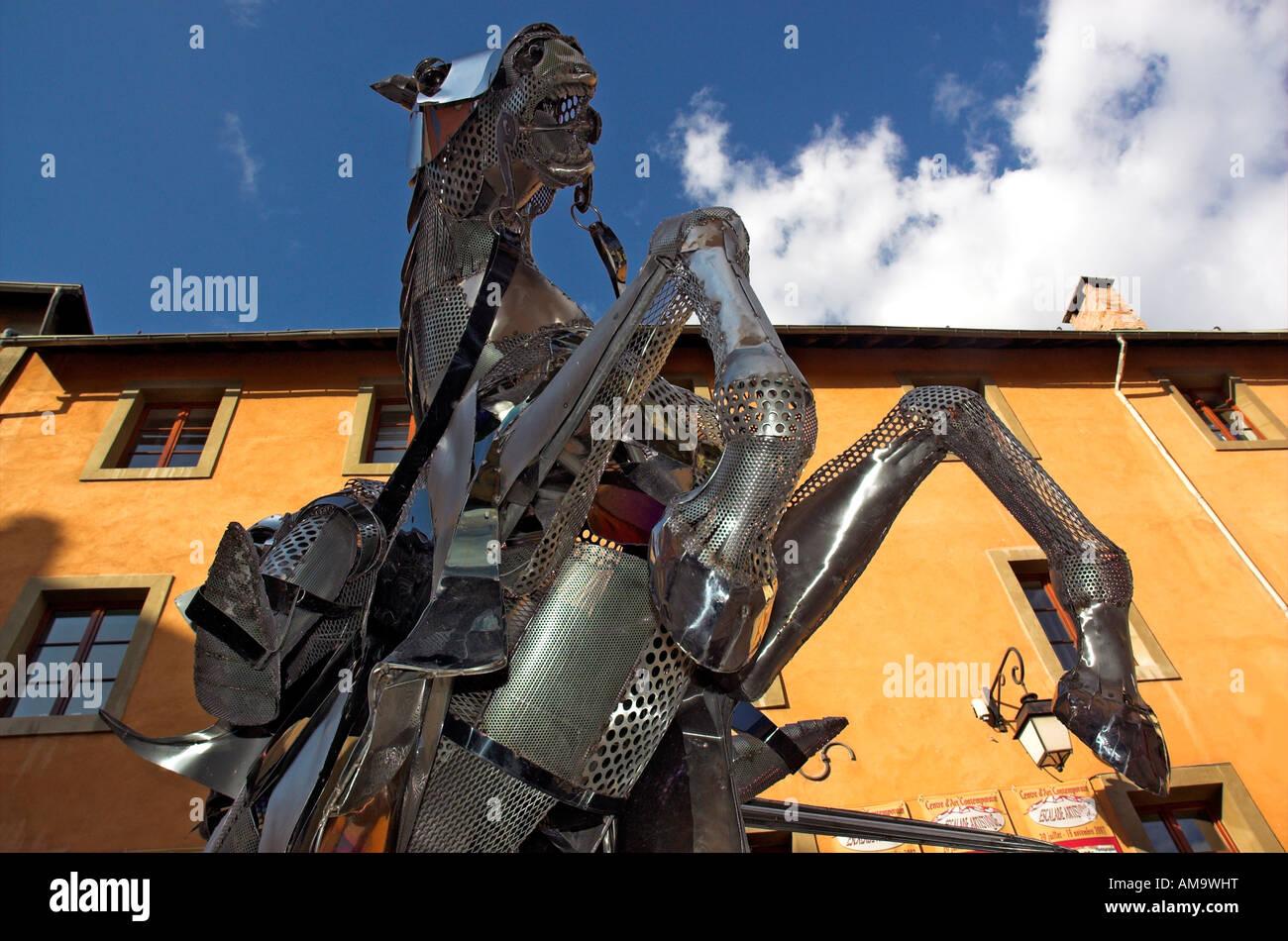 Eine Skulptur von einem Ritter in glänzender Rüstung in der Stadt Platz Place d ' Armes in der französischen Stockbild