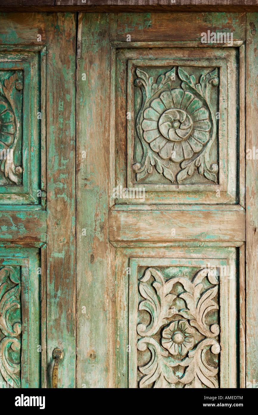 Antike Holz Indischen Tur Mit Holzschnitzereien Stockfoto