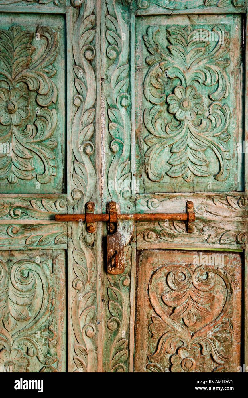 Antik Geschnitzte Holzerne Indischen Tur Mit Riegel