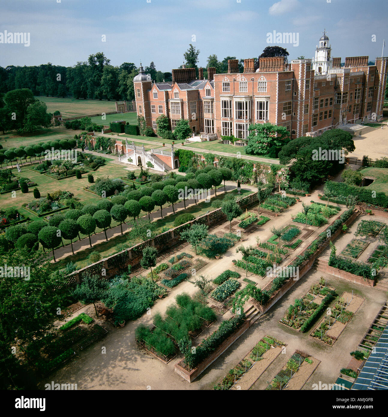 aerial view english country house stockfotos aerial view english country house bilder alamy. Black Bedroom Furniture Sets. Home Design Ideas
