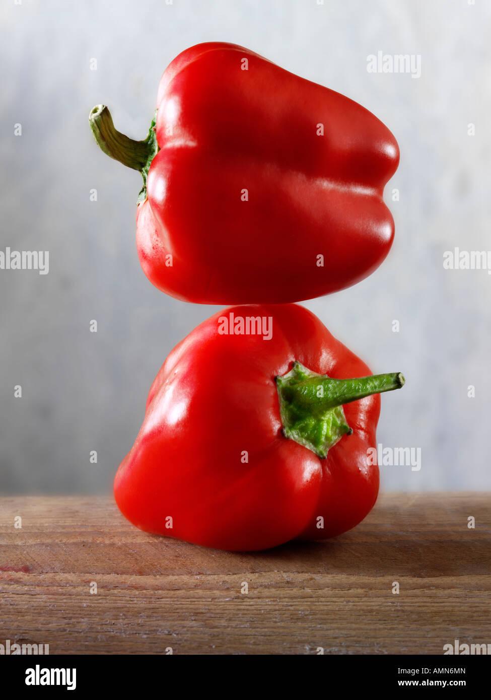 2 rote Paprika Stockbild