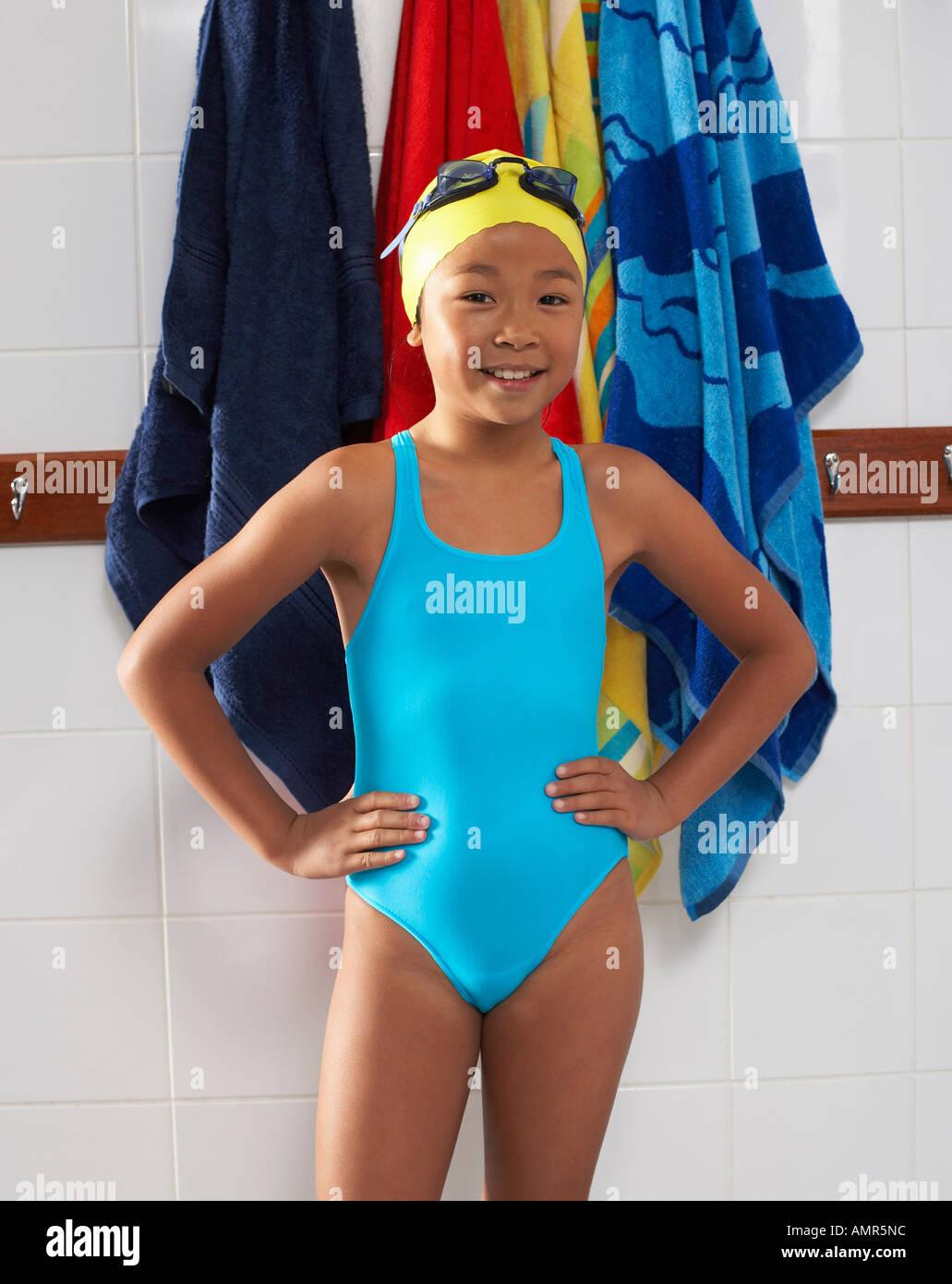 10 10 Year Old Girl Swimming Stockfotos und  bilder Kaufen   Alamy