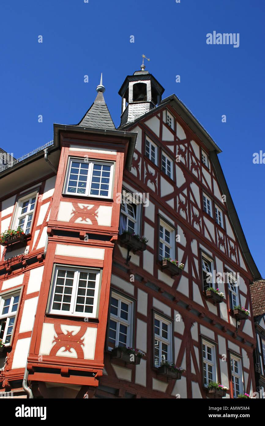 Historische Rahmen Arbeit Rathaus auf dem Marktplatz in Grünberg ...