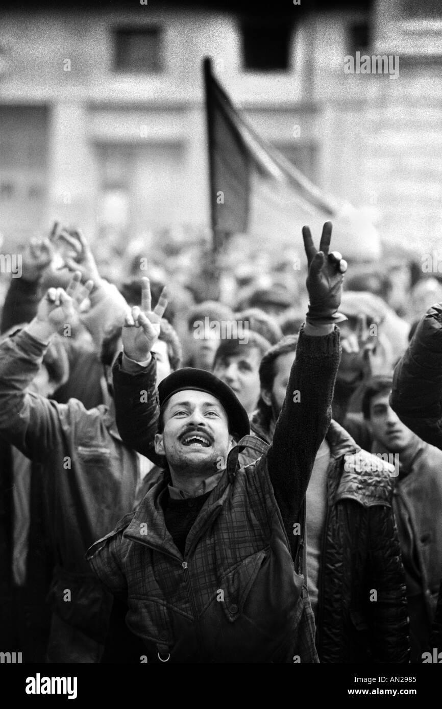 24 12 Bukarest Rumänien der rumänischen Revolution von 1989 mit der Armee und der Sturz der Regierung des Caecescu cilvilians Stockbild