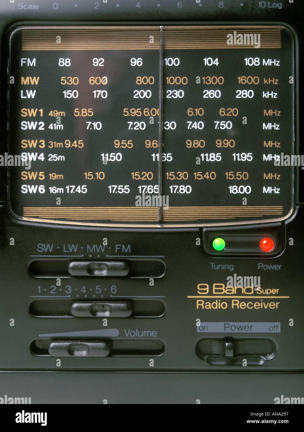 Funk-Empfänger zeigt die Frequenzen der Stationen, die es empfangen kann Stockbild