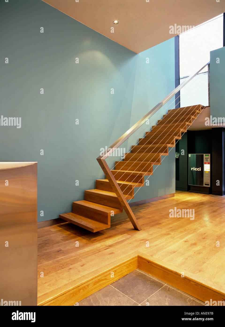 Großartig Schwebende Treppe Galerie Von Detail Des Holzes, Die Mit Edelstahl-handlauf Und