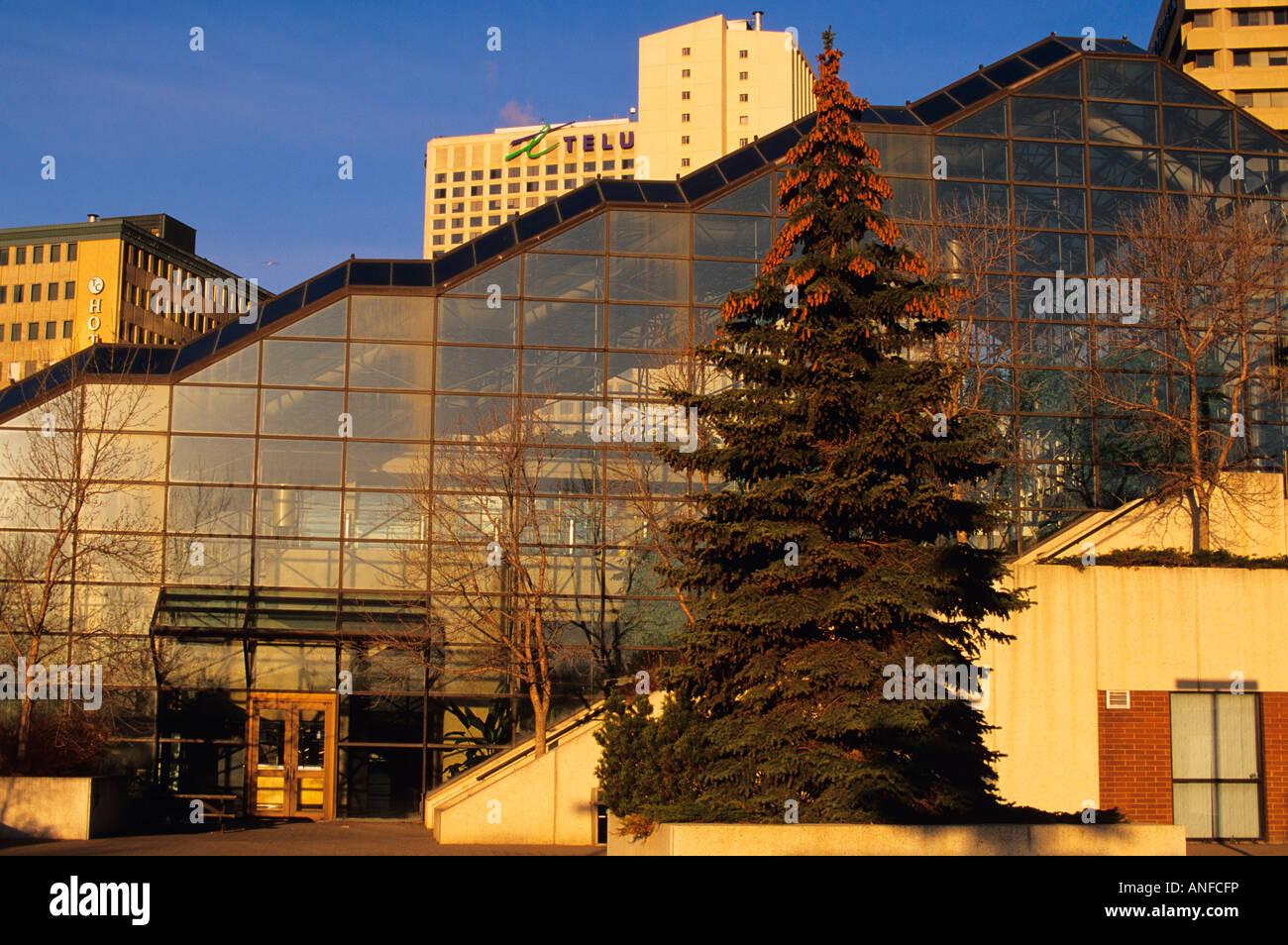 Edmonton Convention Centre mit der Innenstadt im Hintergrund, Alberta, Kanada Stockfoto