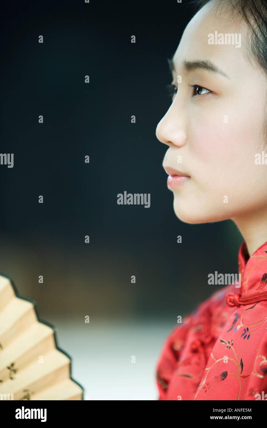 Junge Frau trägt traditionellen chinesischen Kleidung, Profil Stockbild