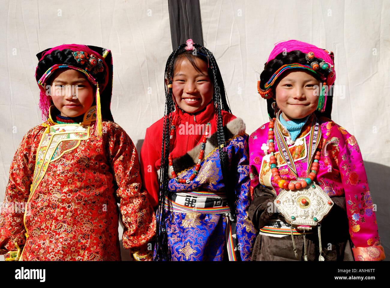 Tibetische Hochzeit Partei drei Mädchen haben traditionelle ...