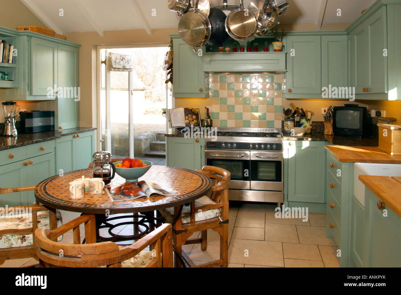 Modern Painted House Stockfotos & Modern Painted House Bilder - Alamy
