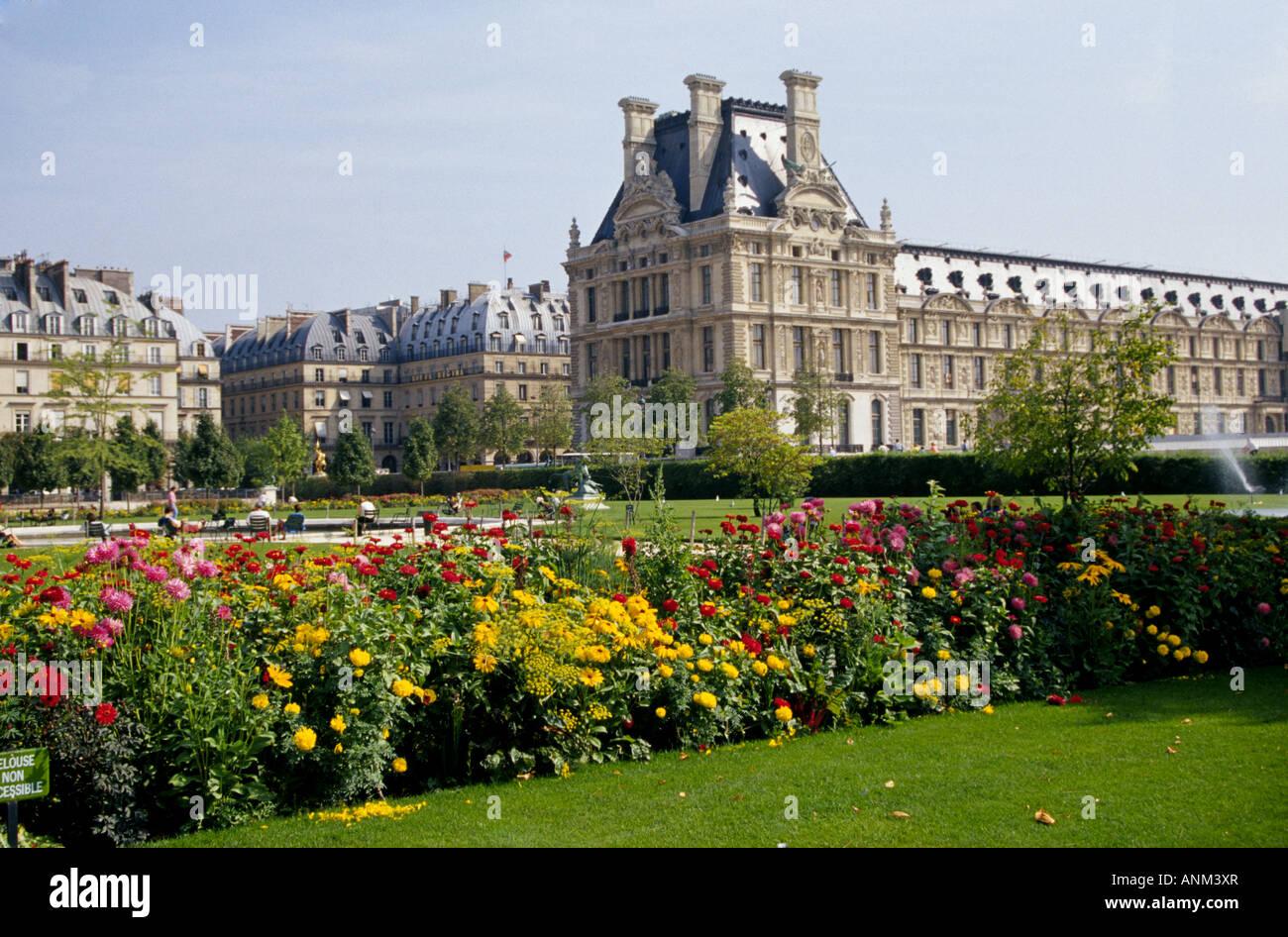 Ein Blick auf den Garten des Tuileries oder Jardin des ...