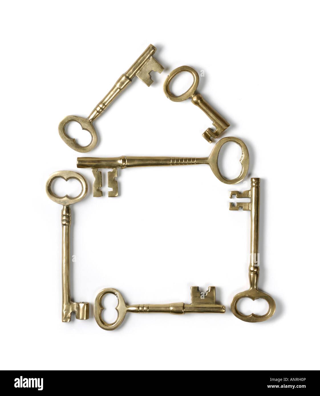 Home-Symbol hergestellt aus glänzendem Messing Skelett Schlüssel Stockbild