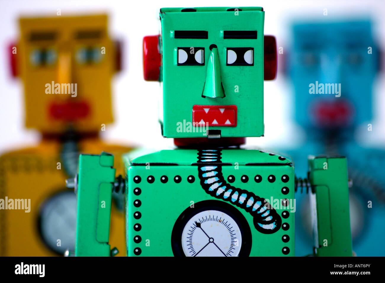 3 chinesische hergestellt Weißblech Uhrwerk Spielzeugroboter Stockbild