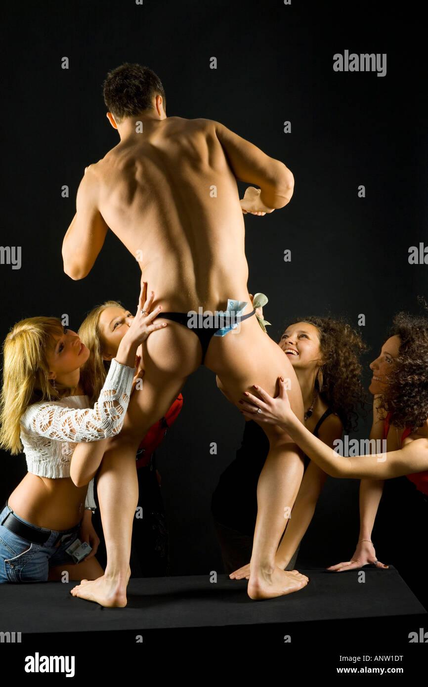 nackt gruppe tanz