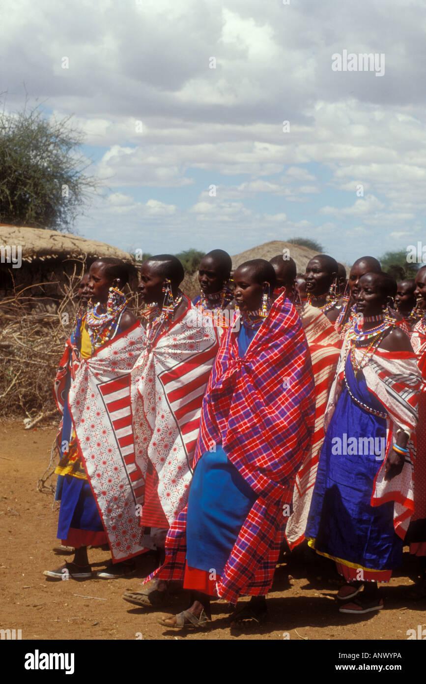 Afrika Kenia Amboseli Massai Frauen In Des Brautigams Saroni