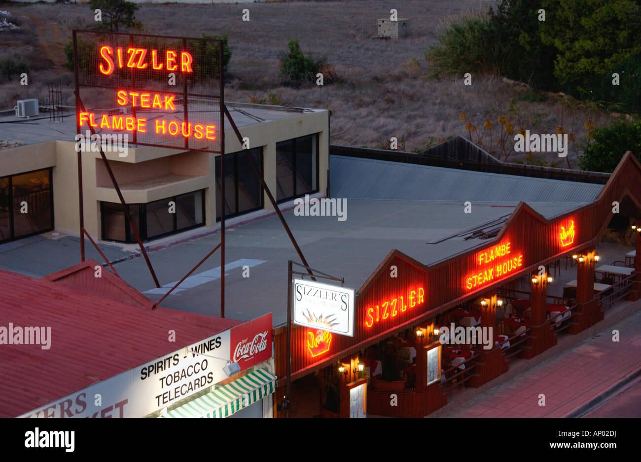 SIZZLER FLAMBE Steakhaus in Pernera auf der Mittelmeer Insel Zypern EU Stockbild