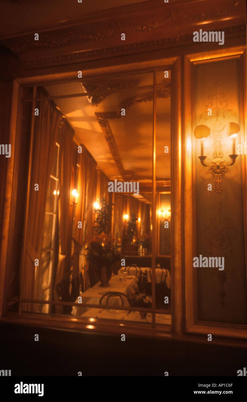 Barock Café Interieur in Cours Mirabeau Aix En Provence Frankreich ...